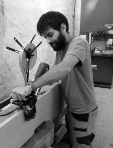 Giuseppe Maranto, ébéniste menuisier sur Strasbourg à l'oeuvre dans l'atelier de menuiserie de la Fabrique