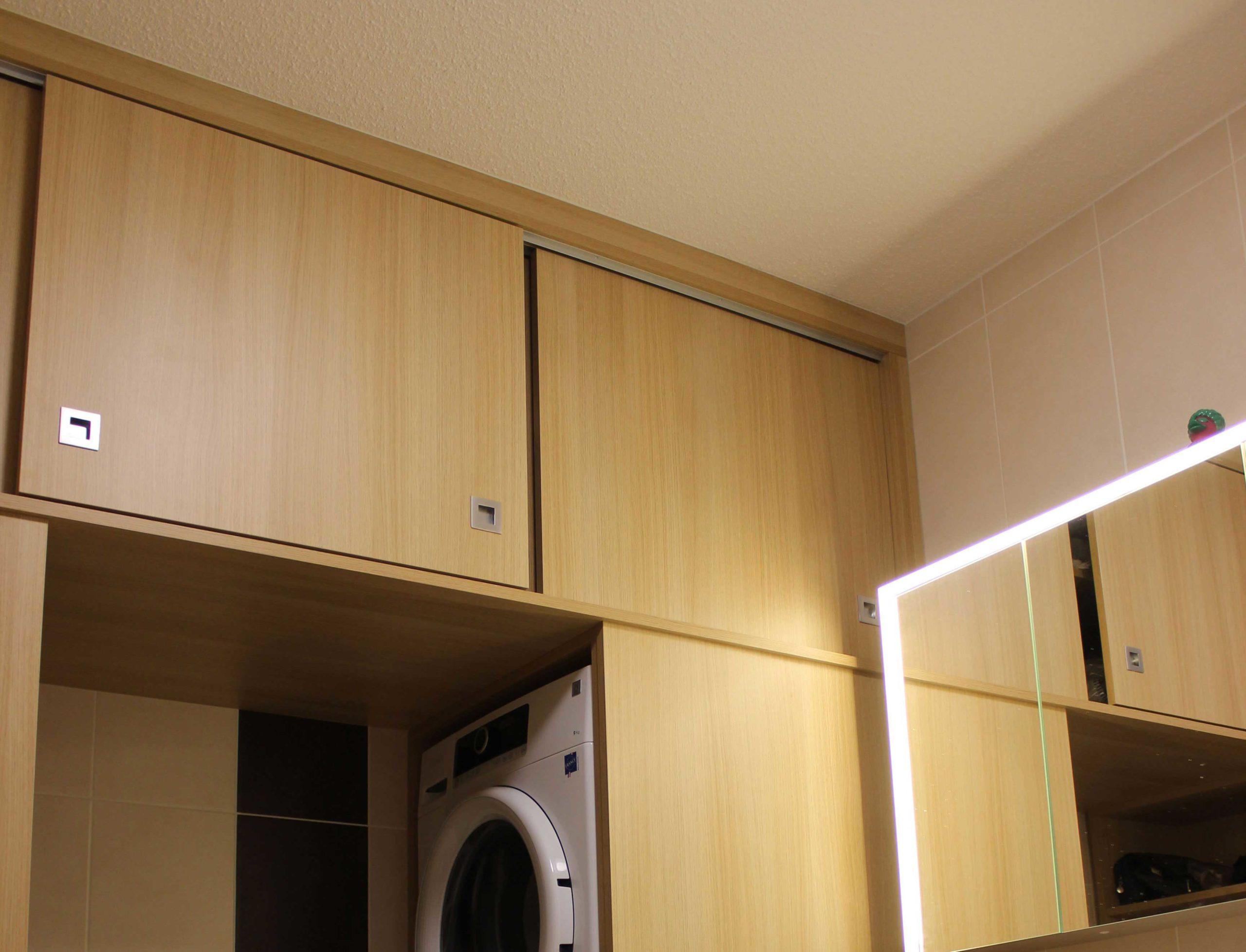 Agencement sur mesure d'une salle de bain en chêne realisé par l'ébéniste menuisier Giuseppe Maranto à Strasbourg